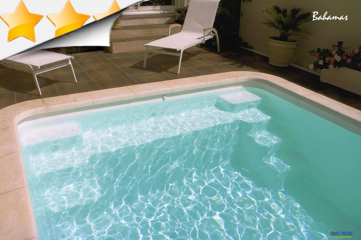 Bahamas piscine coque contemporaine par lpc for Accessoire piscine 07