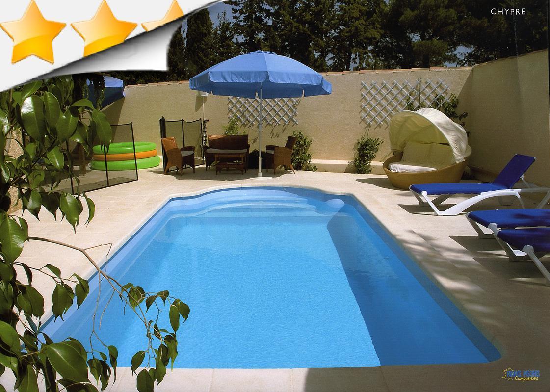 Chypre piscine coque escalier roman par lpc for Piscine coque loire 42