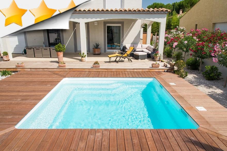 Mayotte piscine coque contemporaine par lpc for Piscine coque loire 42