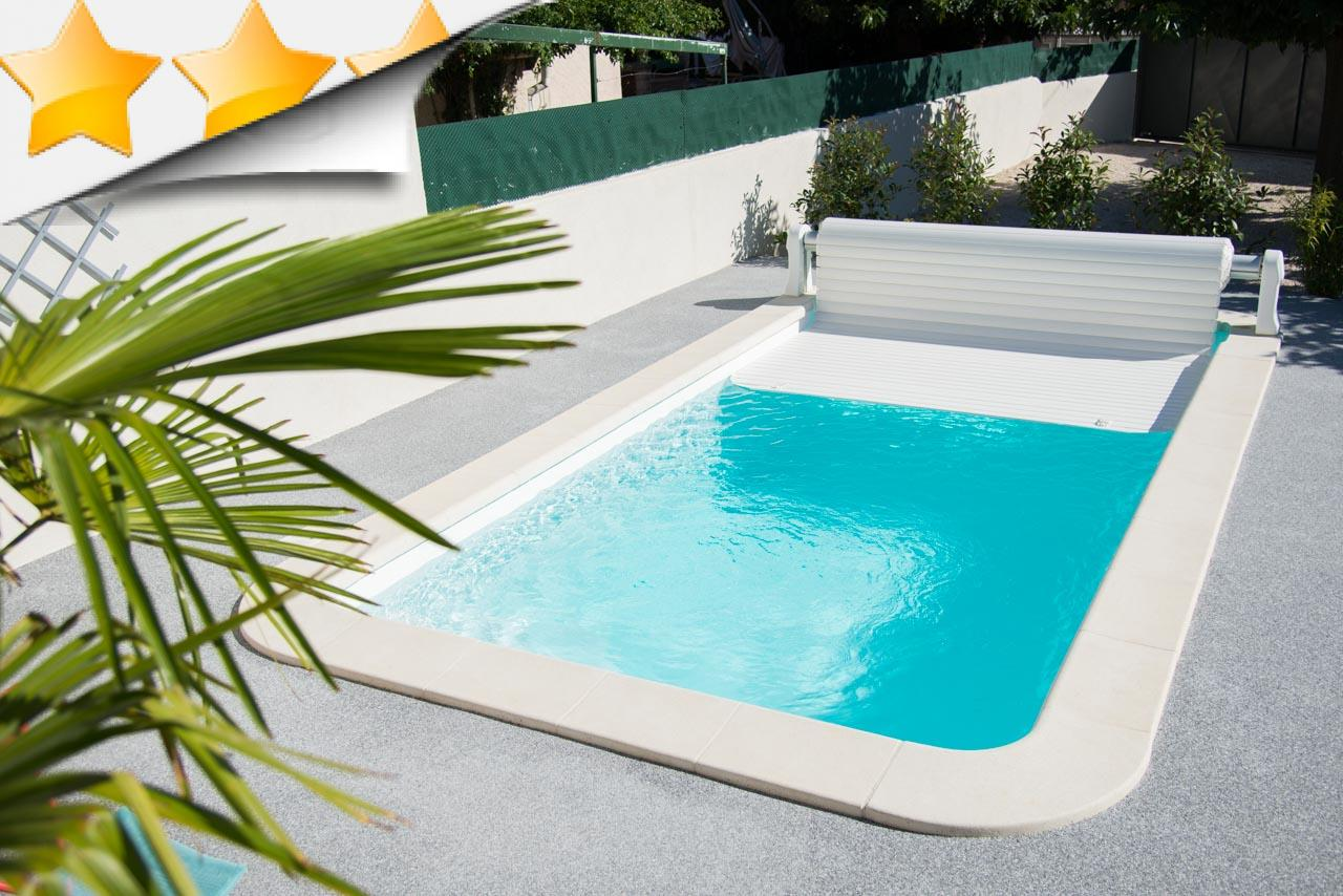 Minorque piscine coque contemporaine par lpc for Accessoires piscine 04