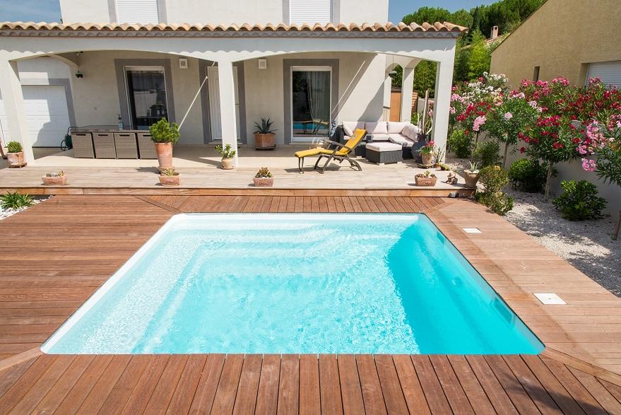 Mayotte piscine coque contemporaine chez lpc montbrison - Coque piscine carree ...