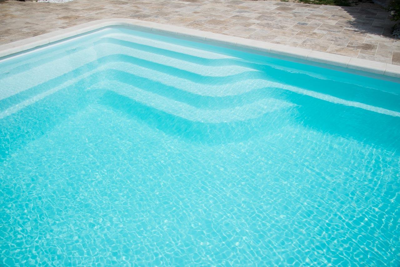Borneo piscine coque contemporaine par lpc for Piscine coque loire 42