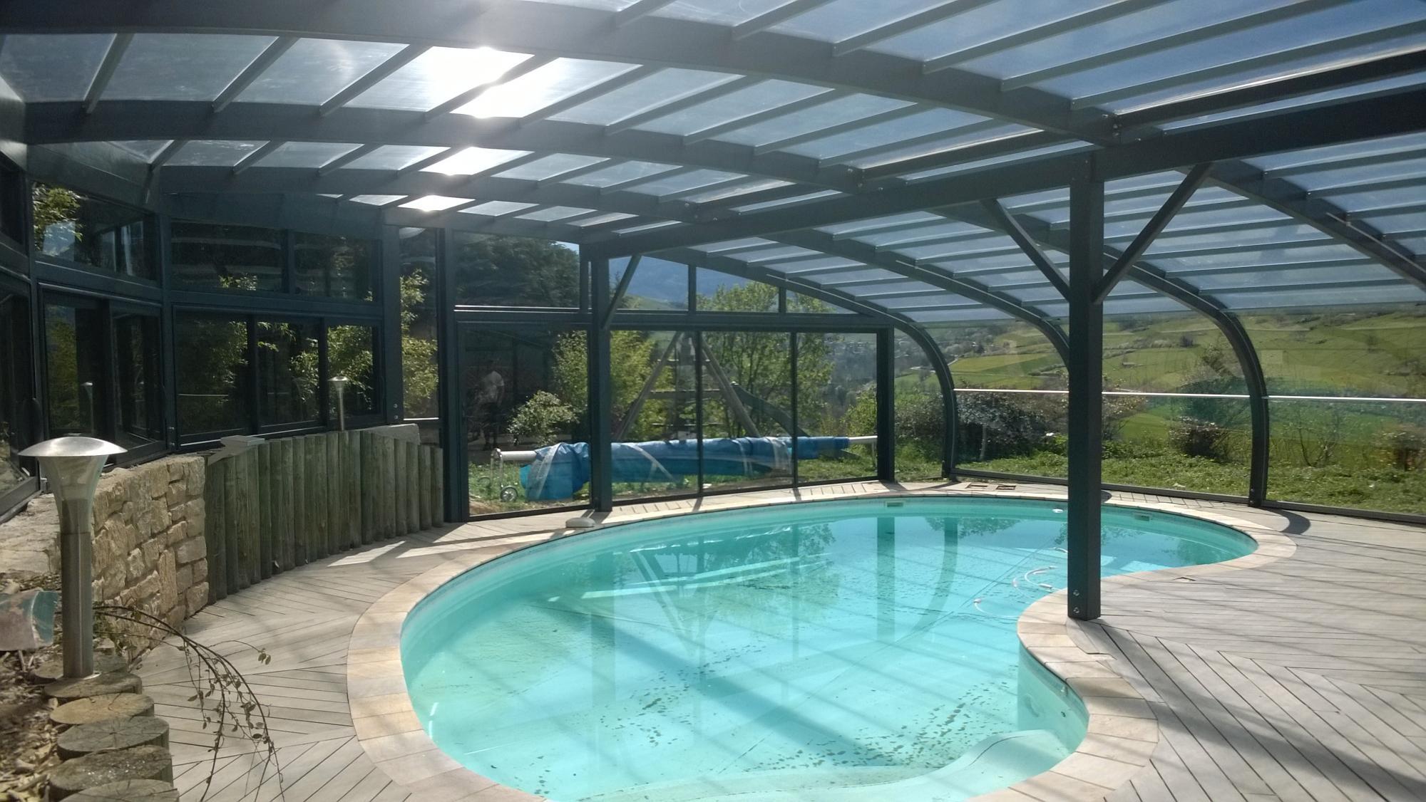 Abri piscine bois 39 sur mesure 39 s curit chez lpc montbrison for Coque de piscine sur mesure